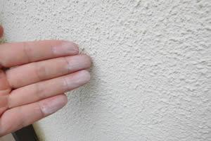 外壁塗膜のチョーキング現象